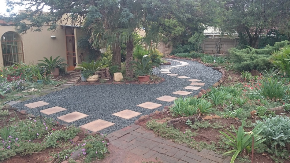E sienna life landscaping fauna lawn replacement for Low maintenance gardens for the elderly